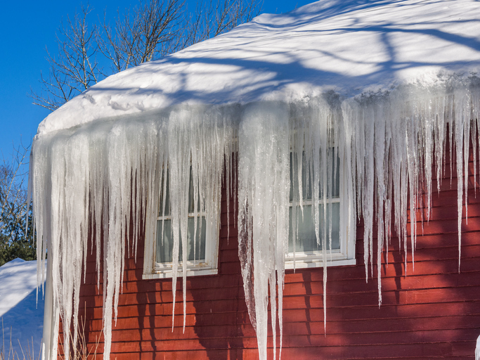 ce dams and snow on roof and gutters, ice damage, ice dam damage to house, mn, minneapolis
